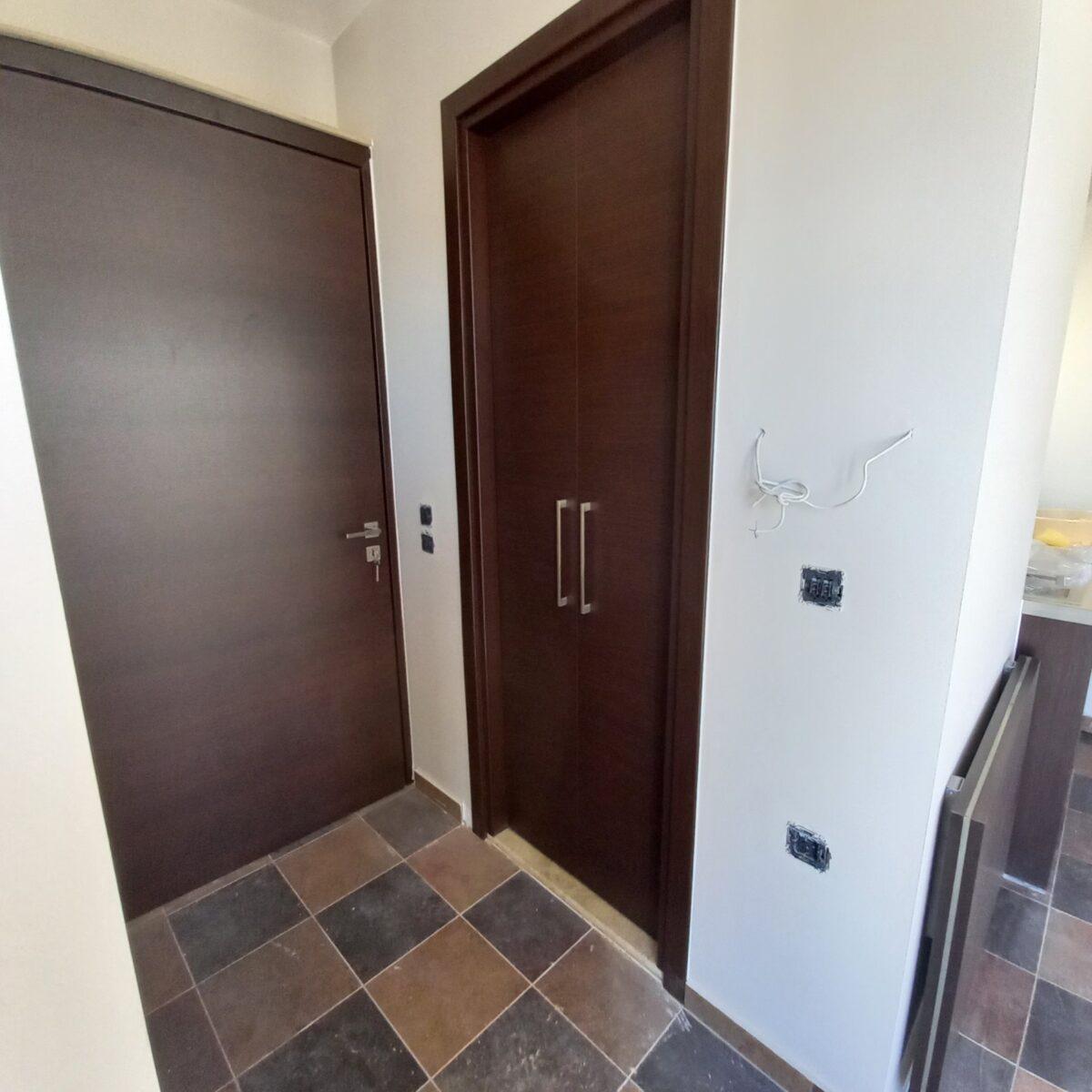 Ξύλινες επενδύσεις & έπιπλα σε διαμέρισμα
